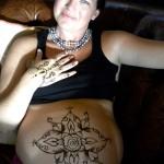 pregnancy henna art
